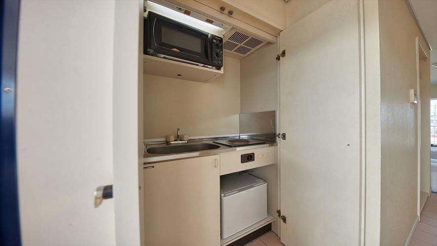 【2階洋室◇客室一例】ミニキッチンをご利用いただけます♪