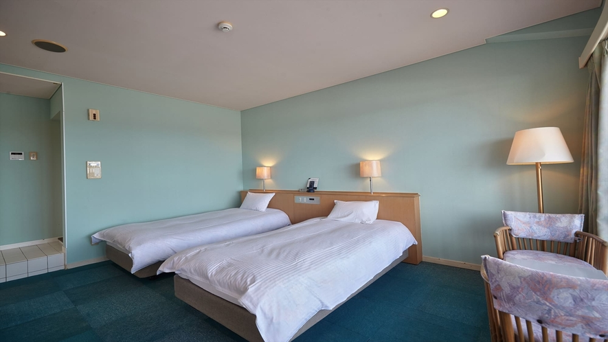 【3階~4階和洋室◇客室一例】外から差し込む光と明るい客室が気分を盛り上げます