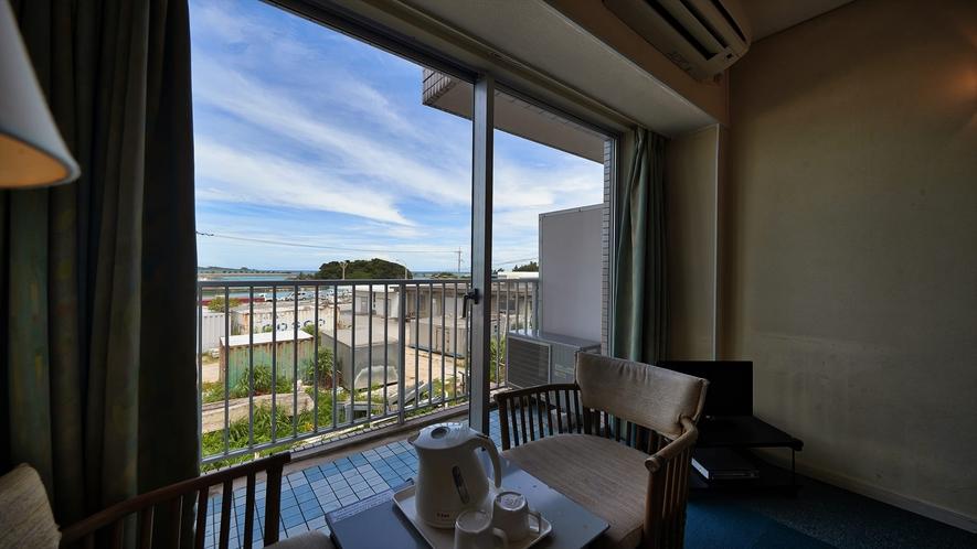 【2階洋室◇客室一例】座りながらゆっくり景色を眺めて・・・