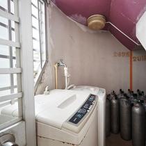 【1階◇非常階段部分】無料でご利用いただける洗濯機をご用意しております