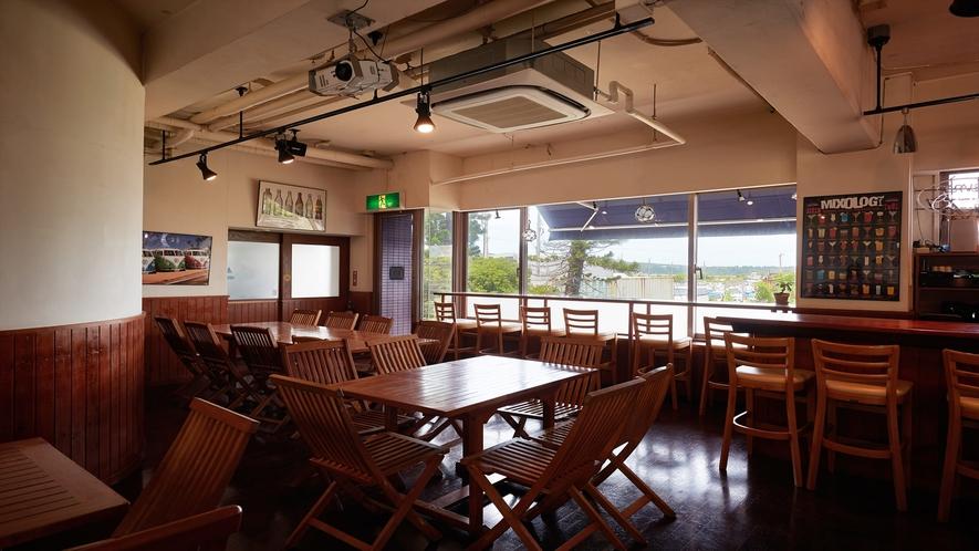 【1Fカフェ&プールバー】アメリカンスタイルの雰囲気を満喫