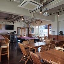 【1Fカフェ&プールバー】広々とした空間です