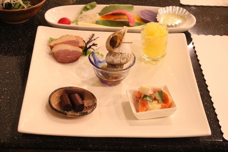 ディナーの前菜とサラダ