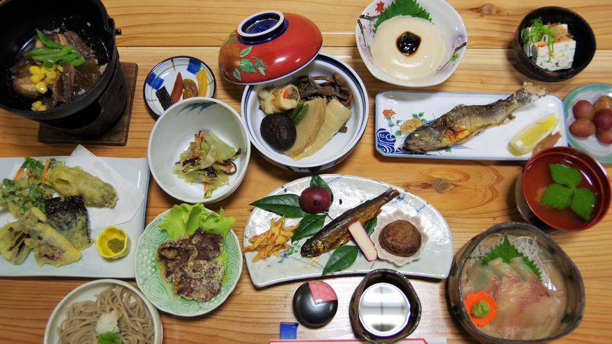 *【食事】夕食一例 地元の旬の食材がたっぷり★