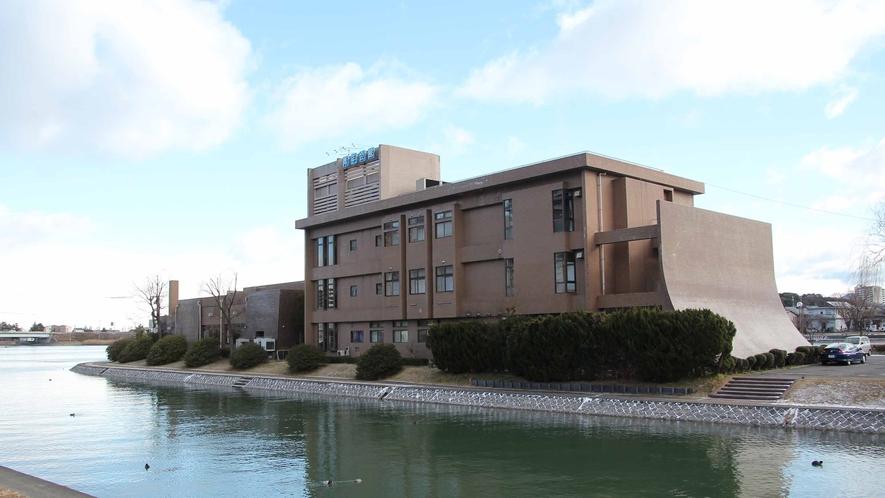 *【外観】全室リバービュー。お部屋からは瀬田川の穏やかな流れがご覧いただけます。