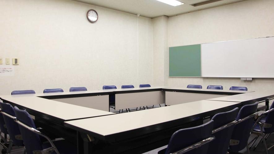 *【第1会議室】当館には3種類の会議室がございます。人数・用途に応じて事前に御予約下さいませ。