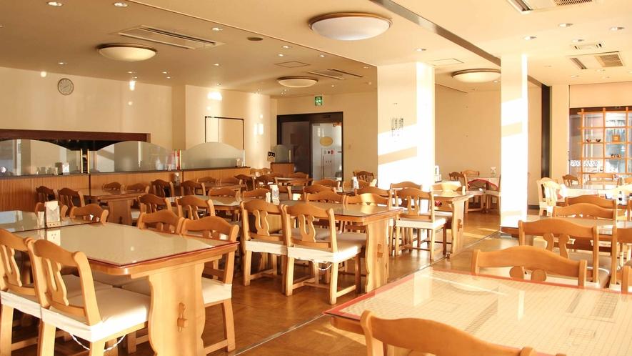 *【レストラン】リバービューの明るいレストラン。ゆっくり朝食をお楽しみ下さい。