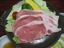 野菜と豚肉の蒸し焼き