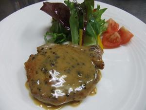 豚ロース肉のグリーンペッパーステーキ