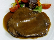 フルコースディナー(肉料理)|豚肩ロースのバローロ煮