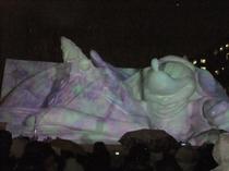 大雪像「魔法よ、みんなに届け」at夜