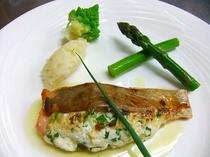 フルコースディナー(魚料理)|鮭のリコッタチーズ挟み