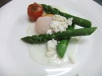 アスパラと卵とカッテージチーズ