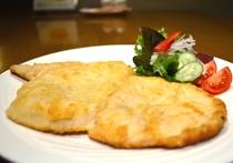 アラカルトディナーメニュー|鶏ムネ肉のチーズカツレツ|1,100円