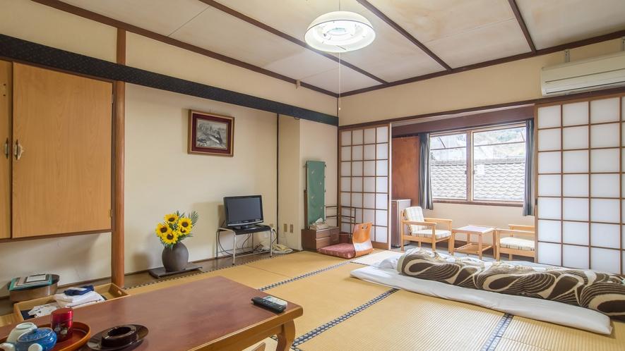 *【和室10畳】あたたかみのある空間で家族団欒のひとときをお楽しみください。