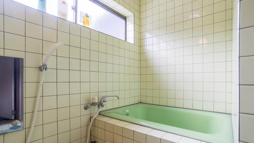*【和室一例/お風呂】お風呂は室内にあるため、気兼ねなくお好きなタイミングでご利用いただけます。