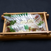 【夕食一例】八代海で水揚げされる、太刀魚のお造り(5名様以上でお出ししております。)