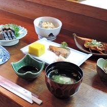 【夕食一例】女将のこだわりで地のものをなるべく使い、一品一品丁寧に作る和食の創作料理。