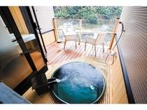 露天風呂付洋室【クイーンサイズベッド+露付デッキ部9平米】