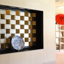 ◇館内には数々の絵画や焼き物が展示されております