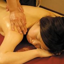 ツルツル美肌効果とストレス解消に最適!アーユルヴェーダ式エステをお楽しみ下さい。