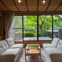 庭園付き客室。四季が織り成す美しい景色をお楽しみ頂けます。