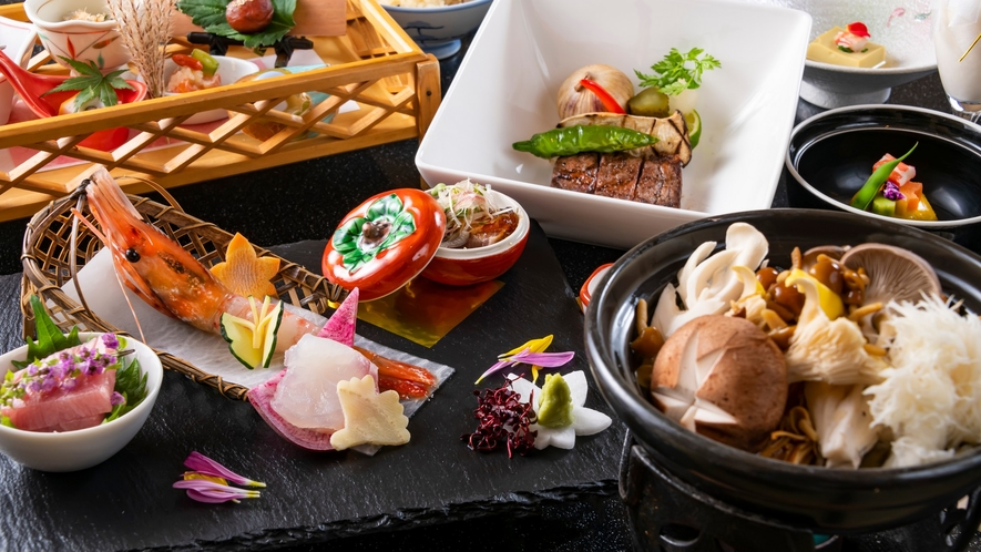 日本の「春夏秋冬」は和食の演出には欠かせないもの。各季節の美しさをお料理でお楽しみください。