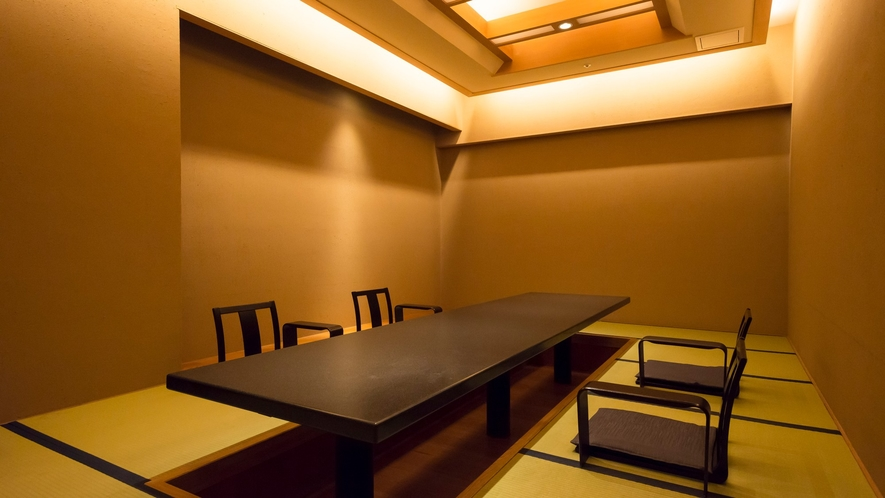 個室会食処 料亭