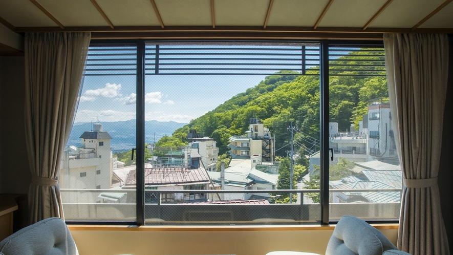 お部屋から望む和の景色も特徴のひとつ。