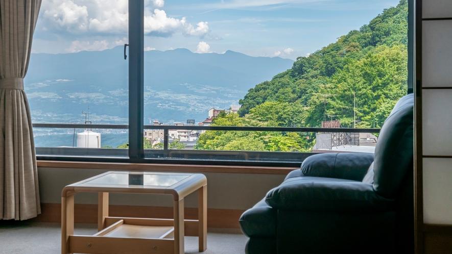 お部屋から望む和の景色も特徴のひとつ。次の間付き客室