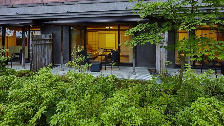 外から見た庭園付き客室。プライベート感のある特別な空間です。