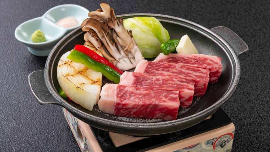 上質な肉を焼きたてでお愉しみ頂けます。国産牛ステーキ陶板焼き
