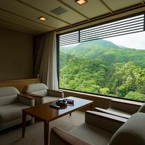 高層階特別室からは、年に数度、雲海が見られることもございます。