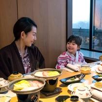ご夕食はゆっくりと会話もお楽しみ頂けるプライベートな個室が人気がございます。