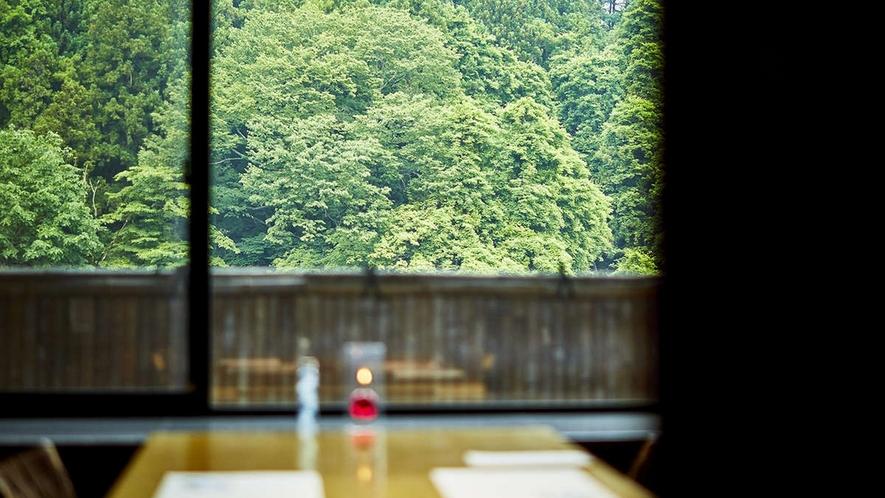 個室会食場。個室をご希望のお客様は、お問合せいただくか、個室専用のご宿泊プランをご利用ください。
