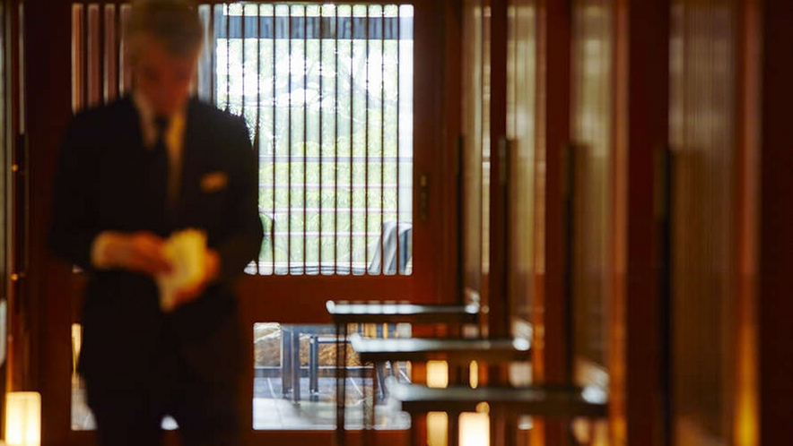 ゆっくりと会話もお楽しみ頂けるプライベートな個室でのお食事が人気がございます。