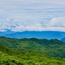 高層階から望む三国山脈