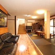 リニューアルされた玄関とロビー。ロビーから足湯も行けます。ロビーは一段上げて琉球畳に。