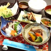 夕食一例 奄美の郷土料理を翔ならではの味で。