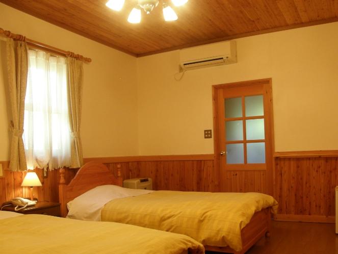 漆喰と木の温もりに包まれた客室