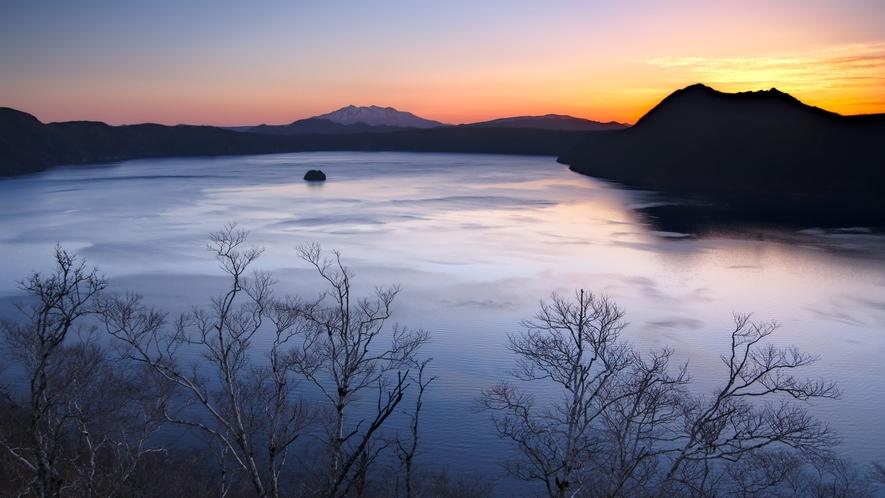 夜明けの摩周湖