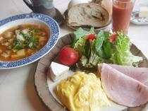 朝食は心と体に優しいヘルシーメニューをご用意しています。