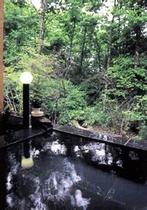 のんびり寝湯で入浴できる御影露天風呂