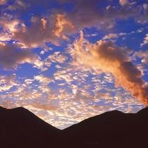 久住山の夕焼け。山々に囲まれた大自然の中、お過ごしください