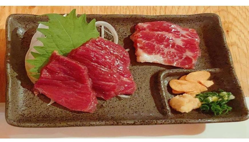 【熊本特選馬刺し】赤身と霜降り 九州ならではの甘い醤油につけてお召し上がりください