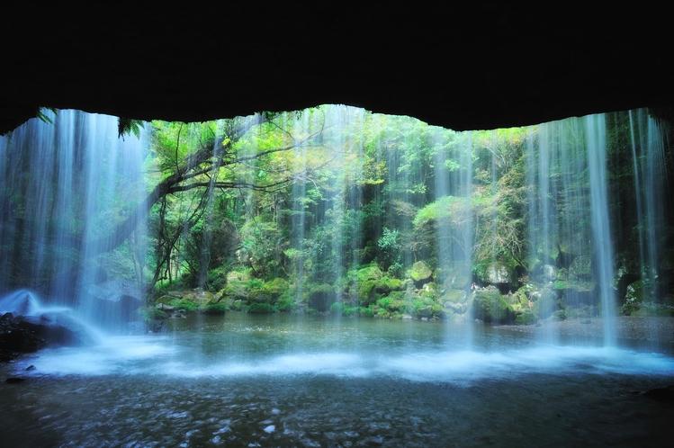 写真提供:熊本県観光連盟【周辺】鍋ヶ滝公園(当館から車で約25分)