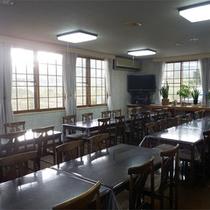 *食堂/夕朝のお食事はこちらにご用意致します。大人数でも安心の広さ♪