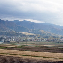 *周辺風景/戸狩温泉スキー場から車で3分、のどかな田園風景が広がっています。