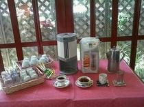 コーヒー・紅茶・お茶・冷水(セルフサービス)