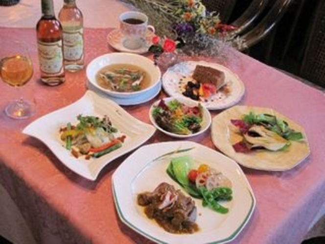 全8品イタリアンも取り入れた欧風フルコース(メインは牛ヒレか信州アルプス牛)